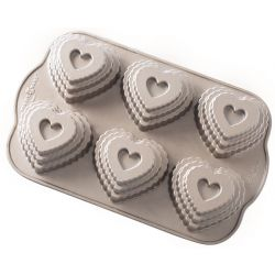 Tiered heart cakelet pan