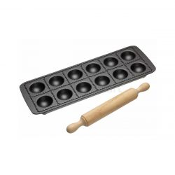 World Of Flavours Ravioli Tray & Rolling Pin