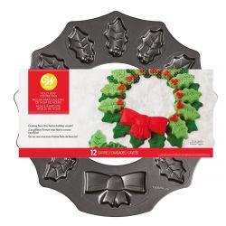 Wilton Cookie Pan Kit Wreath Holly Leaf